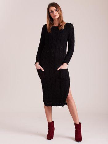 Czarna dzianinowa sukienka w warkocze