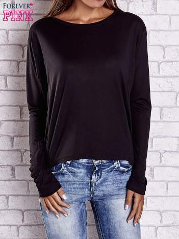 Czarna gładka bluzka z dłuższym tyłem