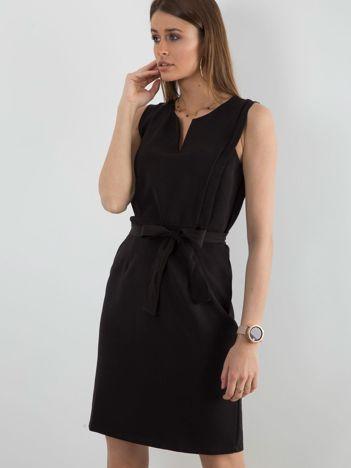 Czarna gładka sukienka koktajlowa