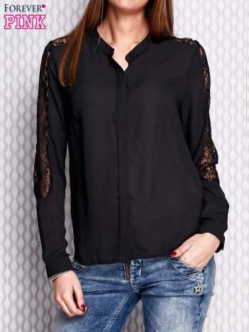 Czarna koszula z koronkowymi wstawkami na ramionach