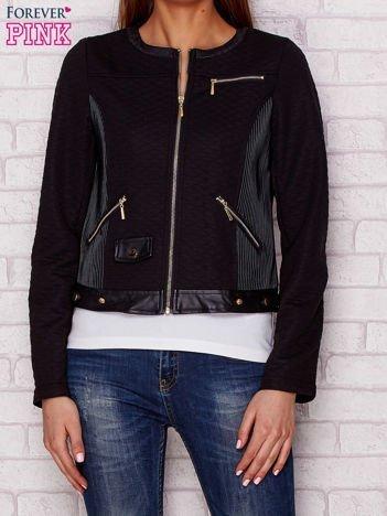 Czarna kurtka biker ze skórzanymi tłoczeniami