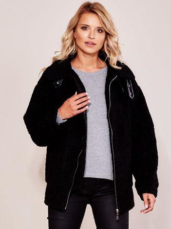 Czarna kurtka ze sztucznego futerka