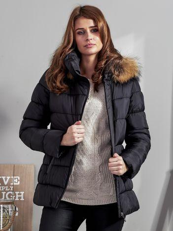 Czarna kurtka zimowa damska z futerkiem