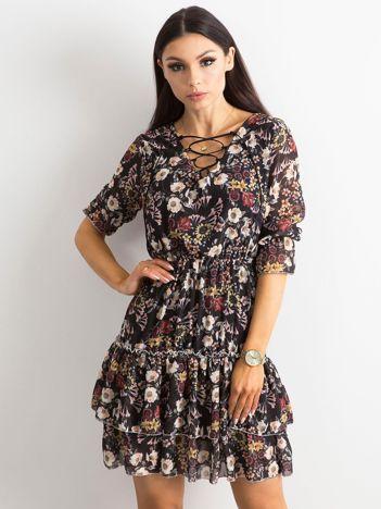 Czarna kwiatowa sukienka ze sznurowanym dekoltem