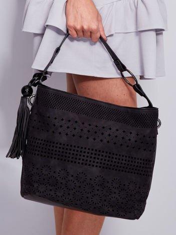 Czarna miękka torba z ażurowym wzorem
