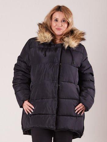Czarna pikowana kurtka damska z futerkiem PLUS SIZE