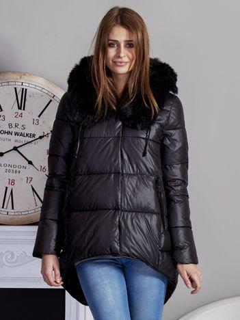 Czarna pikowana kurtka z asymetrią