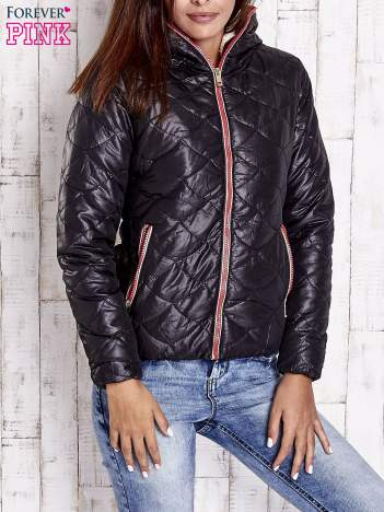 Czarna pikowana kurtka z futrzanym ociepleniem