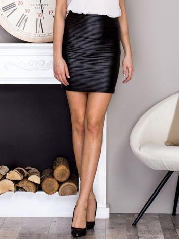 Czarna prążkowana spódnica mini