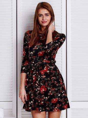 Czarna prążkowana sukienka w kwiatki