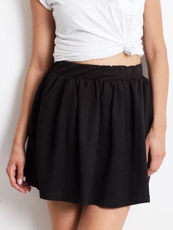 Czarna rozkloszowana dresowa spódnica z kieszeniami