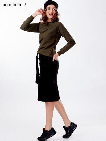 Czarna spódnica damska z wiązaniem i kieszeniami BY O LA LA