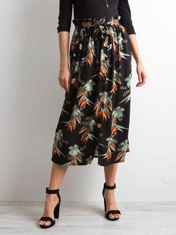 Czarna spódnica we wzory