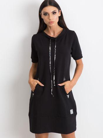 Czarna sukienka Byword