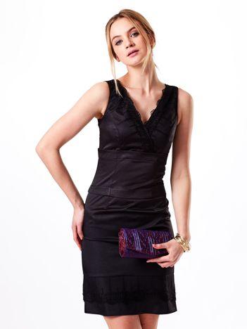 Czarna sukienka V-neck z koronkowym wykończeniem