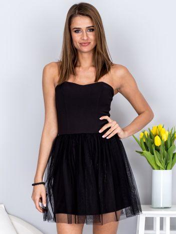 Czarna sukienka bez ramiączek z tiulem