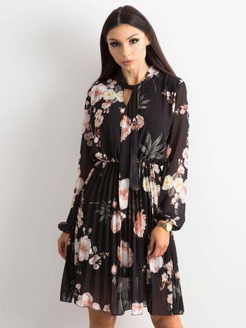 Czarna sukienka damska w kwiaty