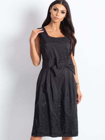Czarna sukienka koktajlowa z kokardą