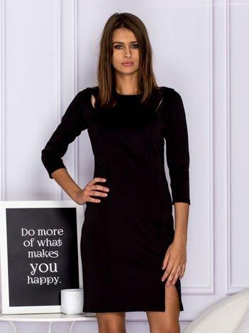 Czarna sukienka koktajlowa z wycięciami