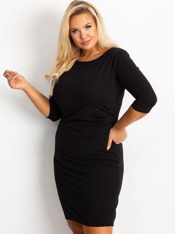 Czarna sukienka plus size Clara