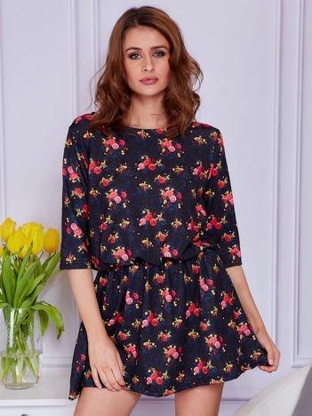 Czarna sukienka w drobne kolorowe róże