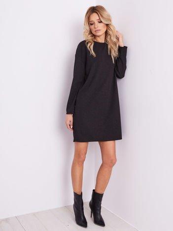Czarna sukienka w drobny wzór
