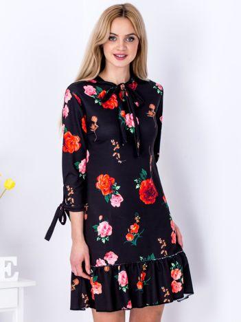 Czarna sukienka w kolorowe kwiaty z wiązaniem