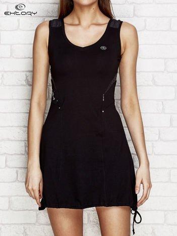 Czarna sukienka w sportowym stylu z wiązaniem
