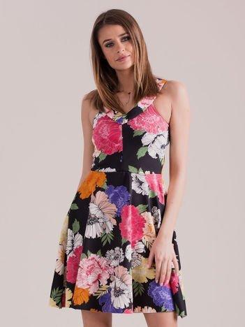 981492407856 Czarna sukienka we wzór kolorowych kwiatów