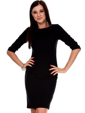 Czarna sukienka z aplikacją na ramionach
