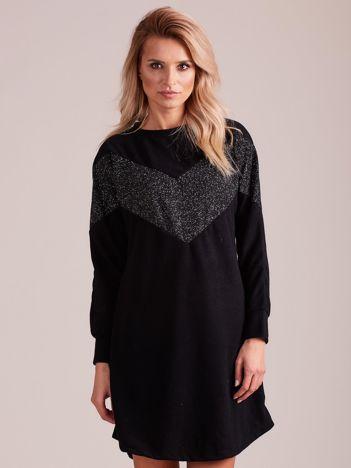 Czarna sukienka z błyszczącą wstawką