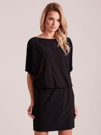 Czarna sukienka z dekoltem na plecach