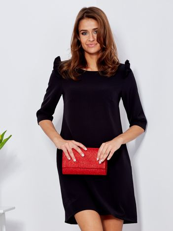 Czarna sukienka z falbankami na ramionach