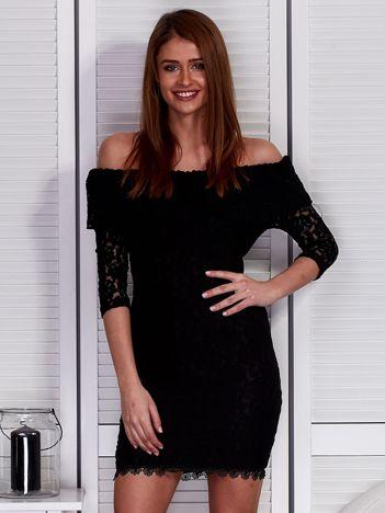 Czarna sukienka z hiszpańskim dekoltem