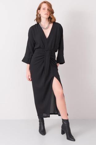 Czarna sukienka z rozcięciem BSL