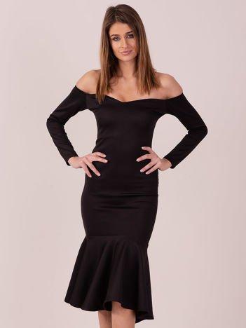 Czarna sukienka z szeroką falbaną na dole