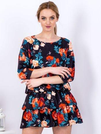 Czarna sukienka z warstwowymi falbanami z motywem róż