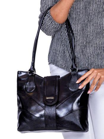 Czarna torba damska z klapką