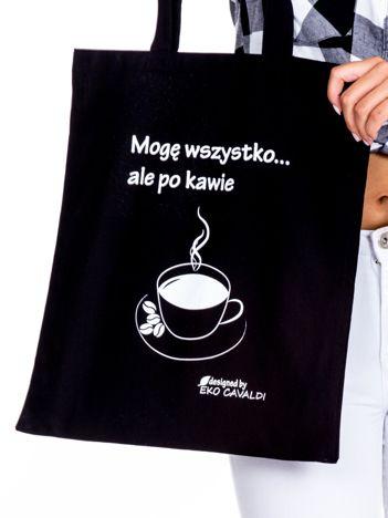 Czarna torba materiałowa z kawą