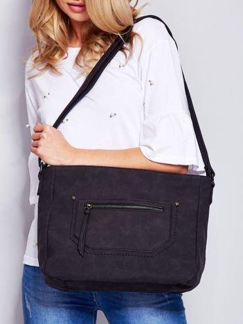Czarna torba na ramię z kieszonkami