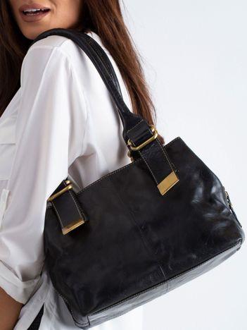 Czarna torba z ekoskóry na ramię