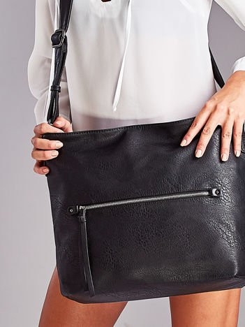 Czarna torba z ozdobnym suwakiem