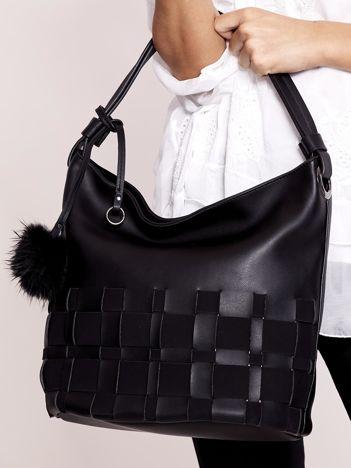 Czarna torba z puszkiem