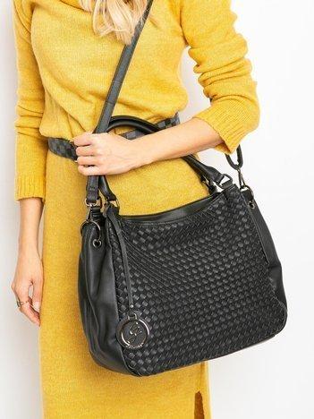 Czarna torebka z plecionką