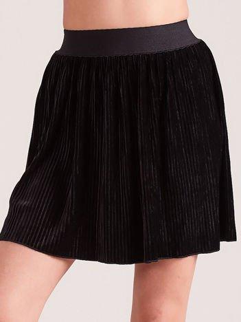 Czarna welurowa mini spódnica plisowana