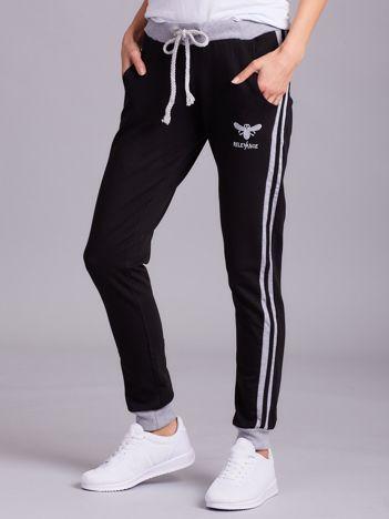 Czarne bawełniane spodnie dresowe z lampasami
