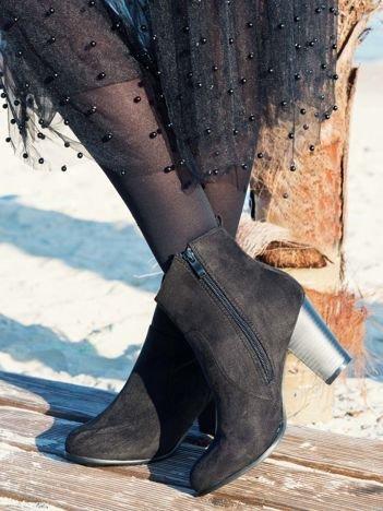 Czarne botki na szerokim obcasie z cholewką za kostkę zapinane na suwak