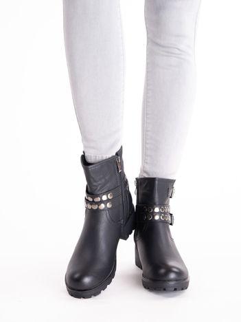 Czarne botki ze srebrnymi nitami