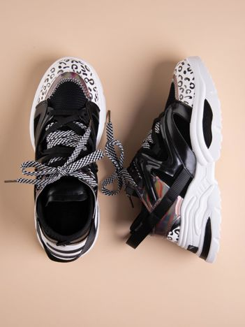 Czarne buty sportowe na platformie z podwójnymi sznurówkami
