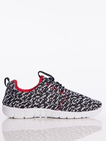 Czarne buty sportowe w białe piksele z tkaniny z uchwytem z tyłu na jasnej podeszwie